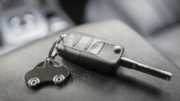 Allianz - keys to a rental car